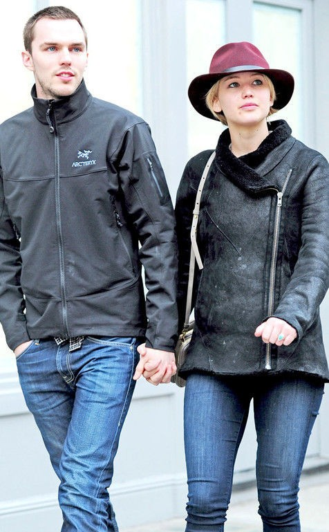 Black Jacket, Skinny Jeans, Black Boots, Burgundy Hat